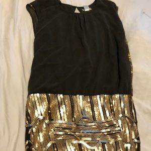 Cute dress with sparkly details ✨✨